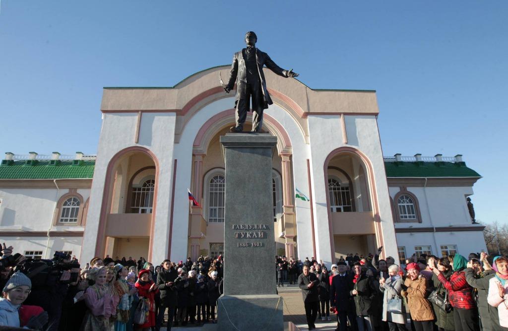 Памятник Тукаю в Уфе